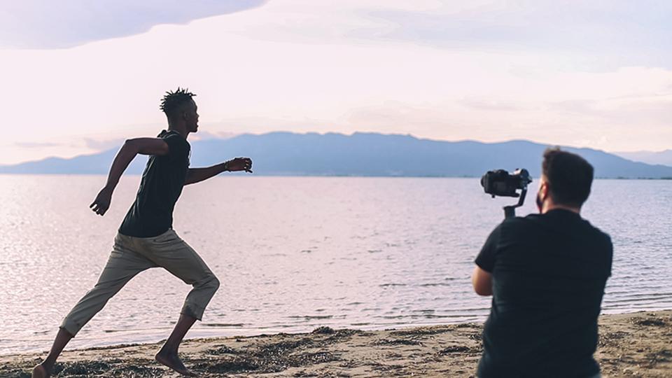 """""""Away"""" el videoclip de Hoven i Lleida pels refugiats per sensibilitzar sobre les persones refugiades"""